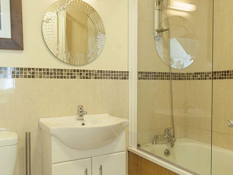 Charming Townhouse Shower Bath