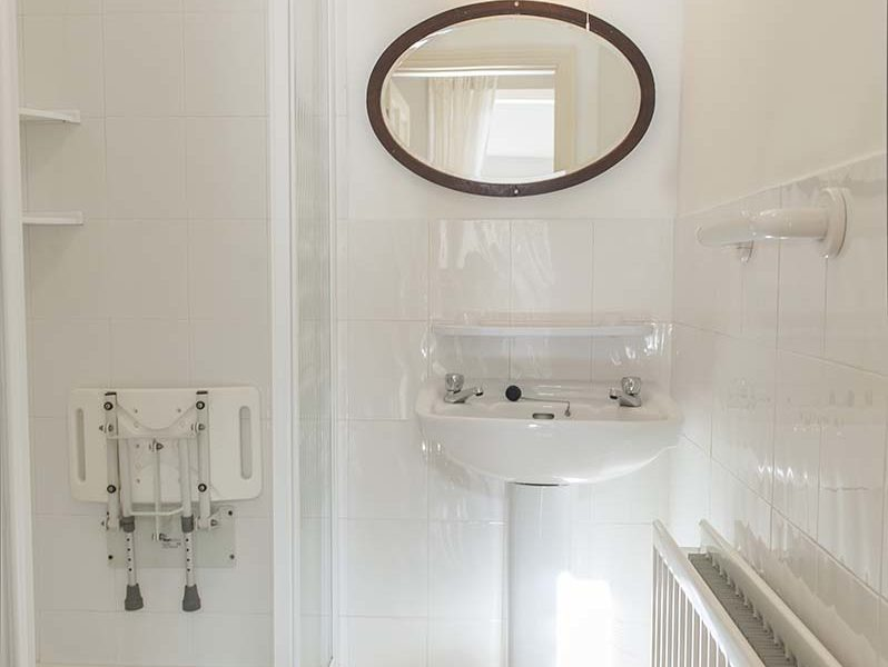 Charming Townhouse Shower with Seat
